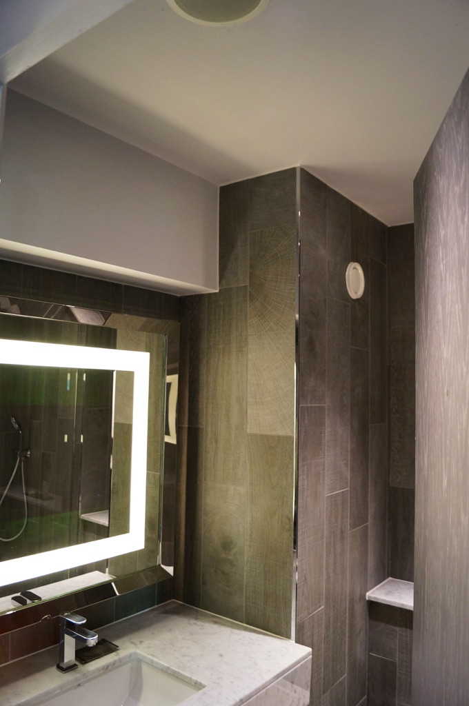 Doubletree By Hilton Edinburgh – Queensferry Crossing Bathrooms