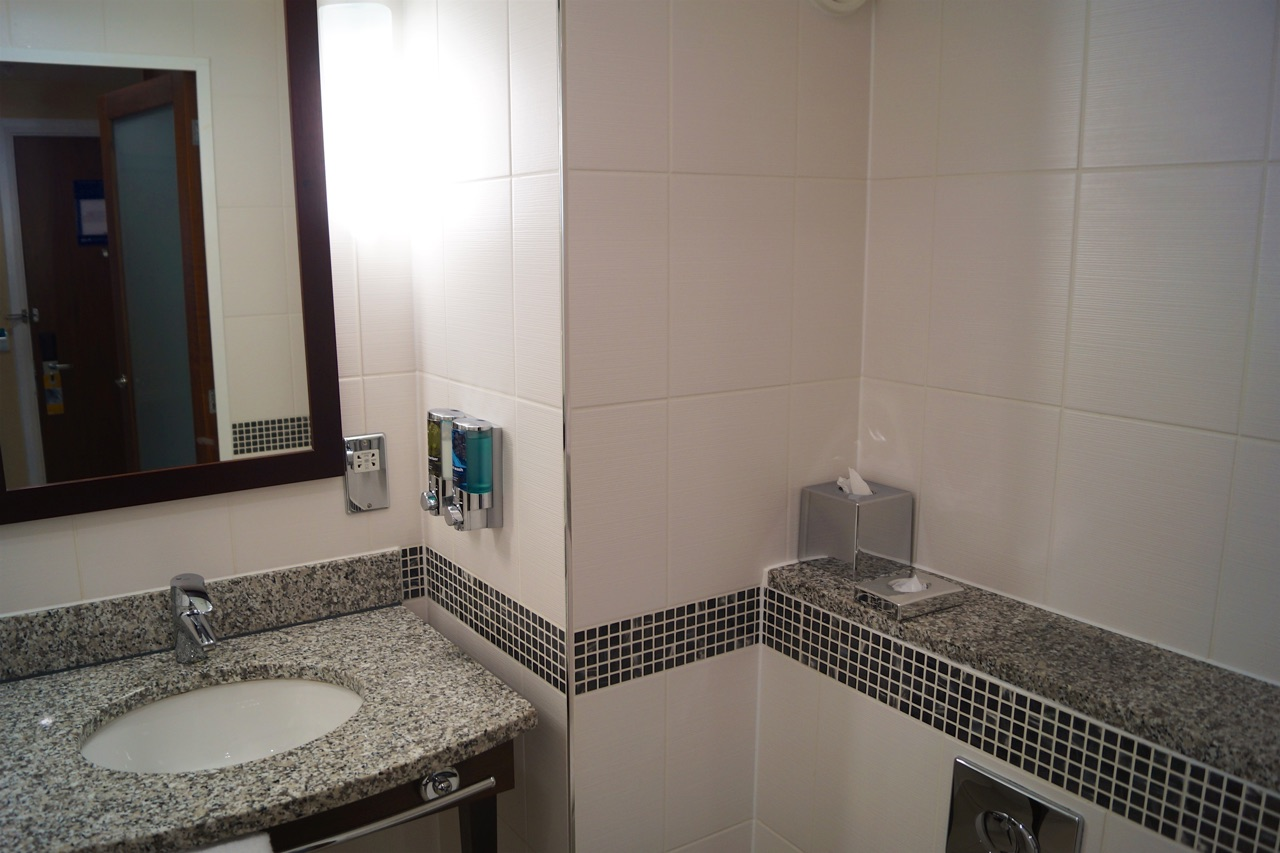 Hampton by Hilton Liverpool/John Lennon Airport Hotel Bathroom Photos