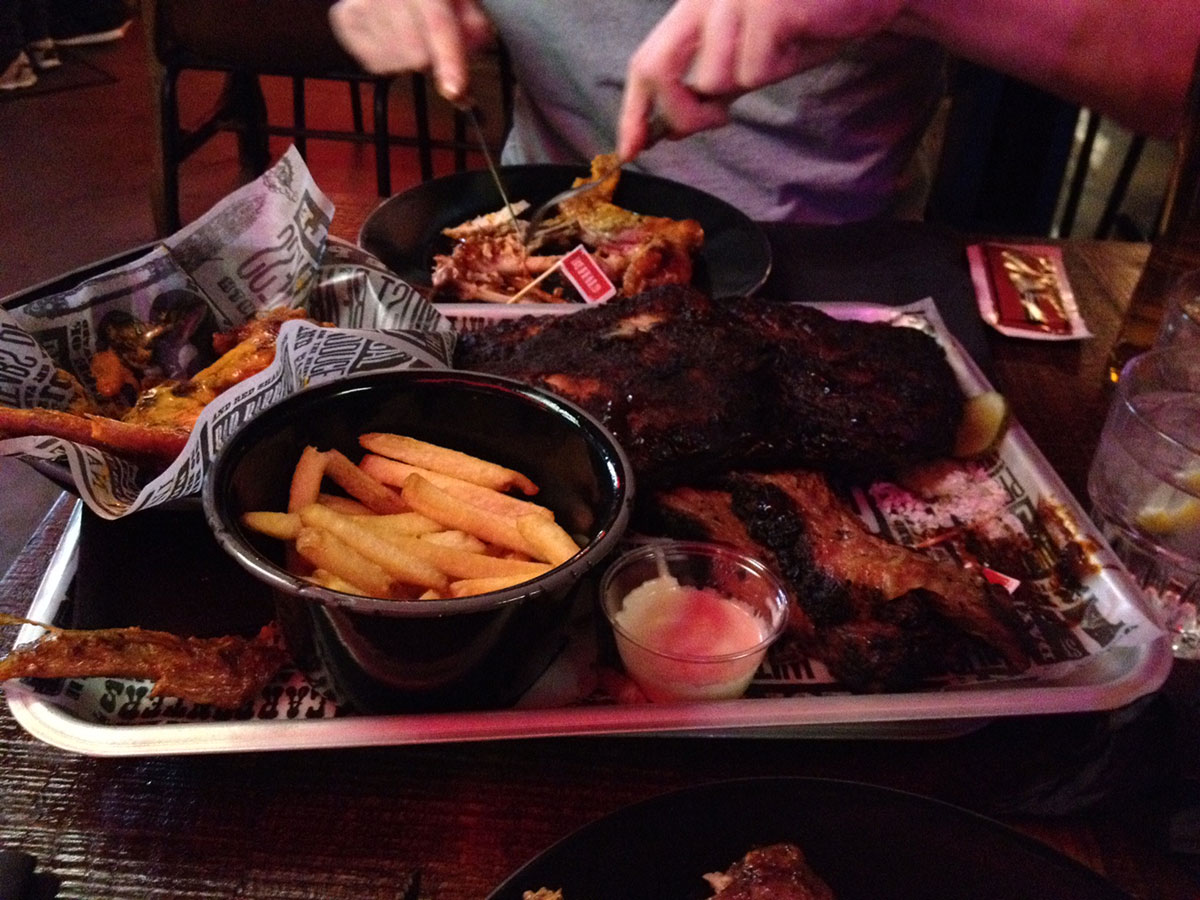 Red's True BBQ Meat Tray