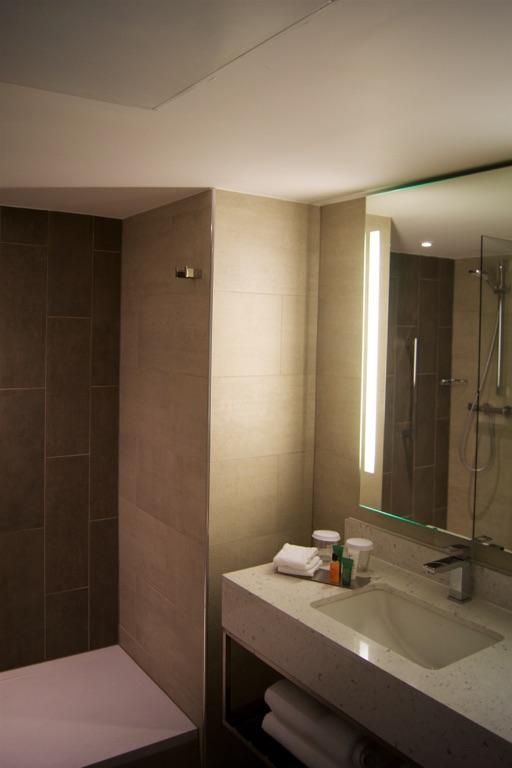 Hilton Edinburgh Carlton Bathroom